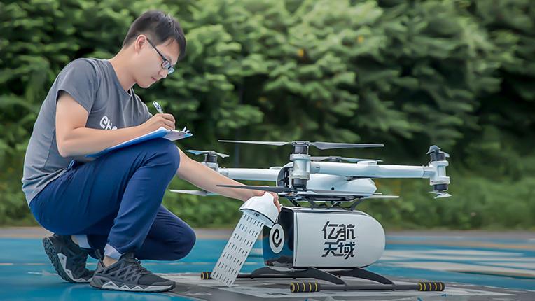亿航无人机物流配送流程飞行检查