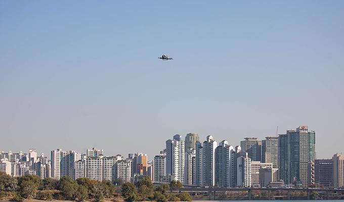 亿航216在首尔市市中心汝矣岛上空完成韩国首飞-1.JPG
